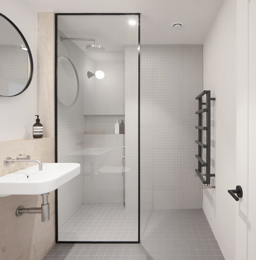 Walk-in Showers Without Doors or Curtains: Design Tips and Examples