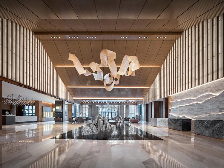 Hyatt Regency Beijing Shiyuan / CL3 Architects, Lobby. Image © b+m studio