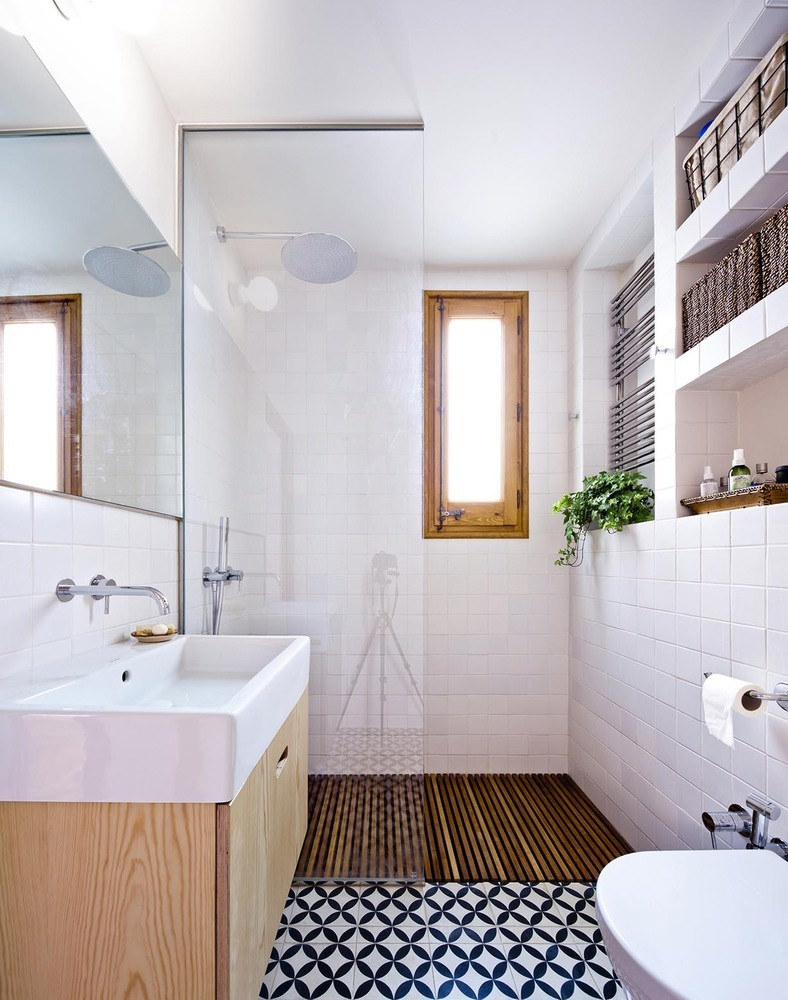 Gallery of Walk-in Showers Without Doors or Curtains: Design Tips and Examples - 19