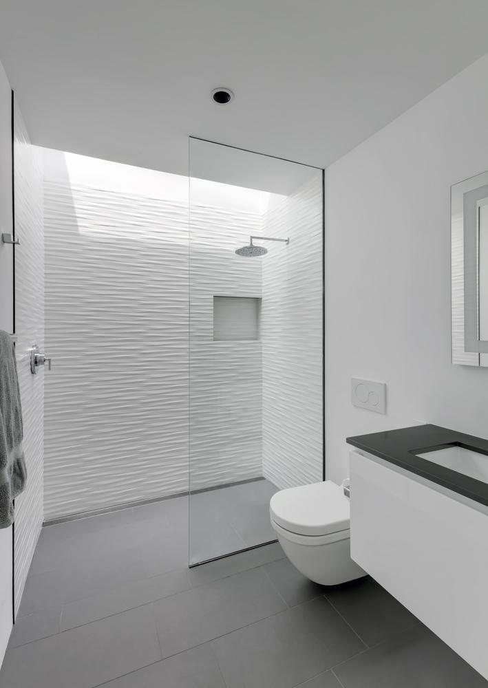 Duchas a ras de suelo, sin puertas ni cortinas: consejos y ejemplos de diseño,AUTOHAUS / Matt Fajkus Architecture. Image © Charles Davis Smith