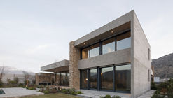 Casa Cerro la Cruz / Turner Arquitectos