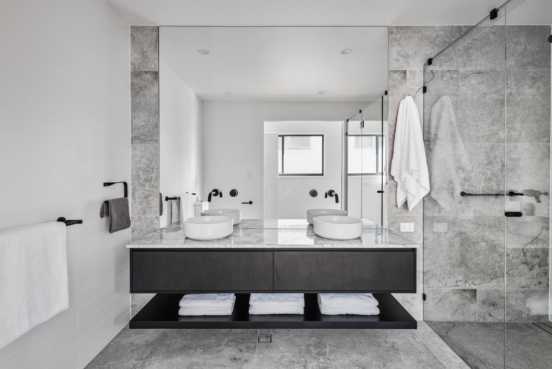 ¿Cuáles son los mejores revestimientos para baños?,© Andy Macpherson. Image 08 Albatross Avenue House / Studio Workshop