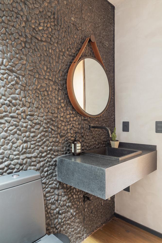 ¿Cuáles son los mejores revestimientos para baños?,© Rafael Renzo. Image Garden House / asdesign