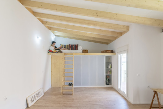 Wooden House / Un Estudio Propio