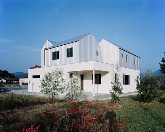 Mountain, Lake and a House / IWMW