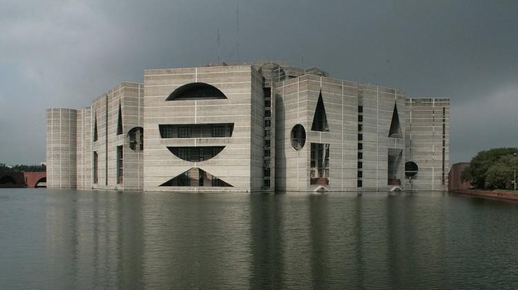 Louis Kahn Jatiyo Sangshad Bhaban, Dhaka, Bangladesh. Image © under the license Creative Commons Erkännande-Dela Lika 3.0 Generisk