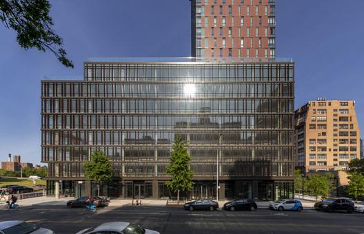 Oficina Amberly + Edificio residencial / Woods Bagot
