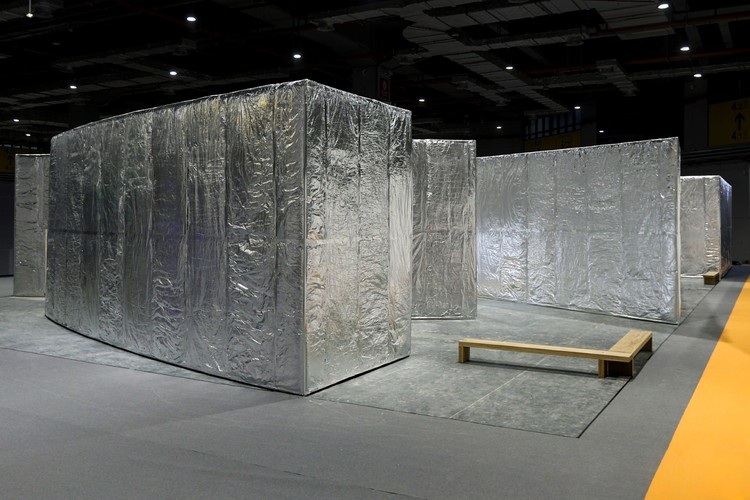 Álvaro Siza inaugura pavilhão revestido de papel alumínio em Xangai, Siza Pavilion. Image Cortesia de Camerich