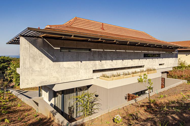 Casa YNE / Metropole Architects, © Grant Pitcher