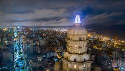 Un nuevo faro completa la icónica cúpula del Palacio Salvo en Uruguay