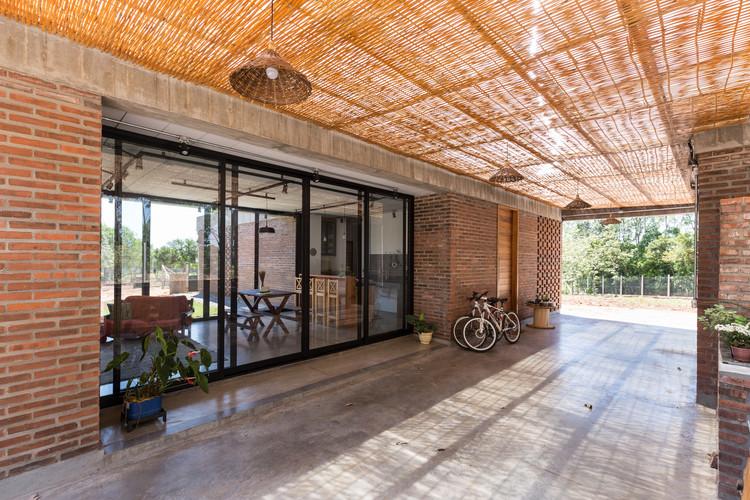 Brazilian Houses: 12 Houses With Polished Concrete Flooring, JM House / Troyano Arquitetura. © Marcelo Donadussi