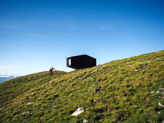 Black Body Mountain Shelter / Andrea Cassi + Michele Versaci