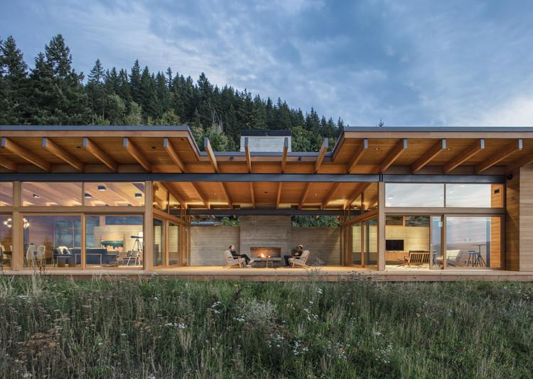 Casa río Hood / Scott | Edwards Architecture, © Peter Eckert