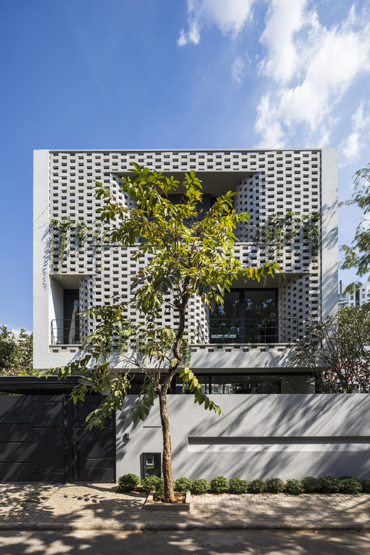 Cascading House / Nha Dan Architects