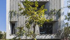 Casa em Cascata / Nha Dan Architects