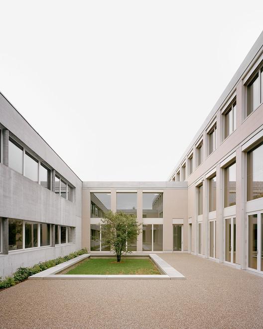 Secondary School Romanshorn / Bak Gordon Arquitectos + Architekturbüro Bernhard Maurer GmbH