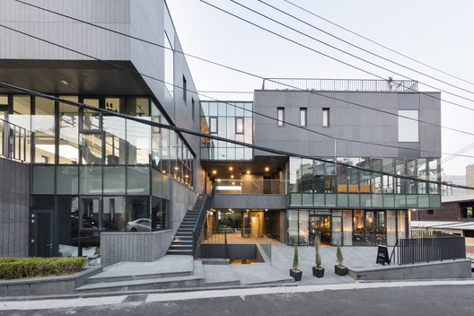 Orocubo Commercial Spaces / AXIS architects