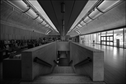 Kimbell Art Museum / Louis Kahn. Image Courtesy of Xavier de Jauréguiberry