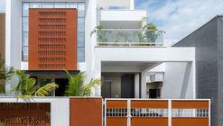 Clay Screen House / Manoj Patel Design Studio