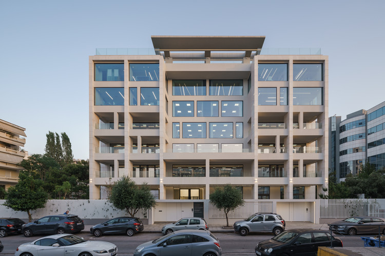 Geometrical Juxtapositions Office Building Redevelopment / Tsolakis Architects, © George Messaritakis