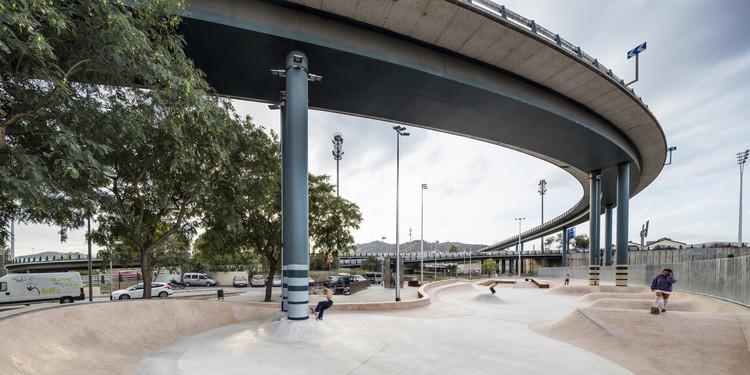 Baró de Viver Sports Urban Park / SCOB. Image © Adrià Goula