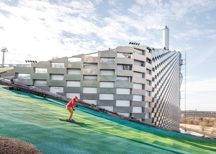 CopenHill: a usina de energia com uma pista de esqui na cobertura projetada pelo BIG, © Rasmus Hjortshoj