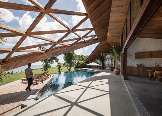 Carbon House / Alexis Dornier