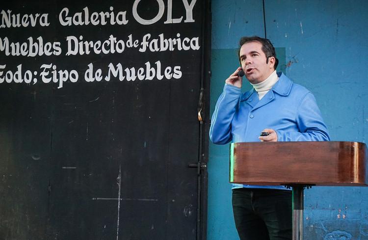 Conferencia de Andrés Jaque inaugura la XXI Bienal de Arquitectura de Chile, Andrés Jaque en su conferencia magistral en la XXI Bienal de Arquitectura y Urbanismo de Chile. Image Cortesía de Bienal de Chile