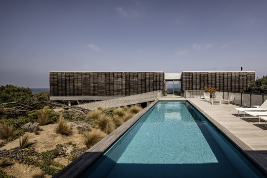 St. Andrews Beach Villa / Woods Bagot