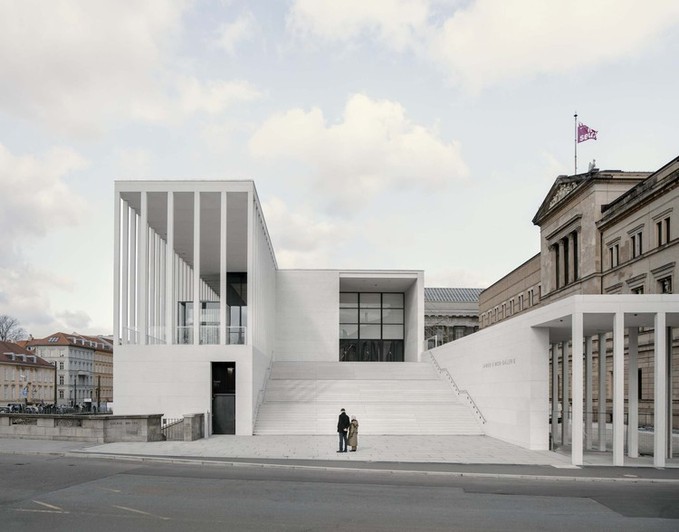 James-Simon-Galerie / David Chipperfield Architects, View towards the main entrance. Image © Simon Menges