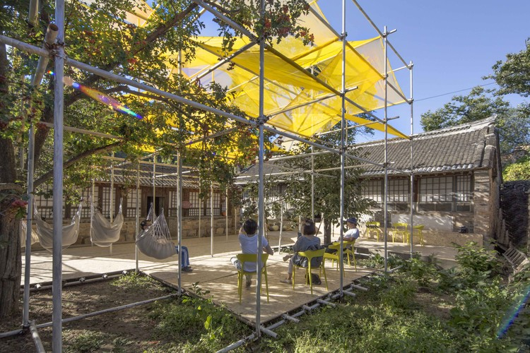 Temporary Gallery in Shichengzi Village / Fuyingbin Studio, media center courtyard. Image © Yingbin Fu
