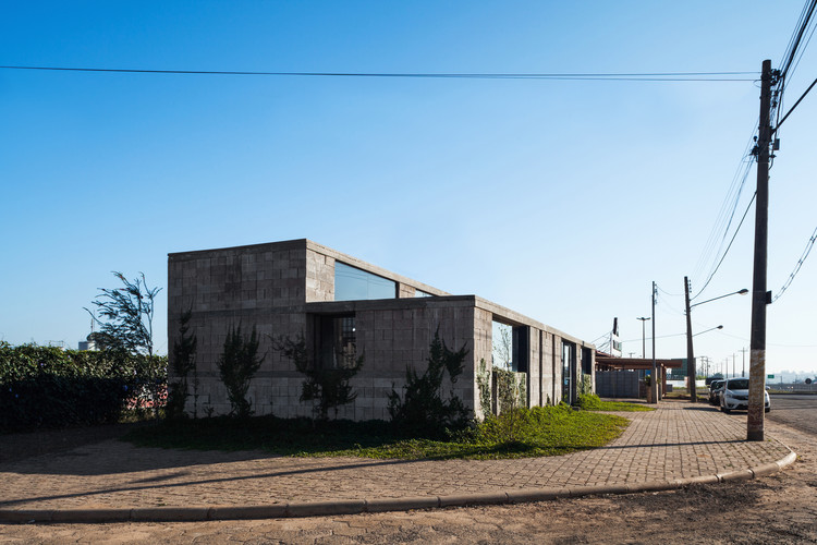 Headquarters for a Block Factory / Vão. Image © Rafaela Netto