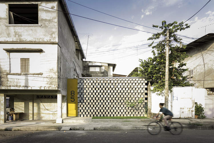 House Between Blocks / Natura Futura Arquitectura. Image © JAG Studio
