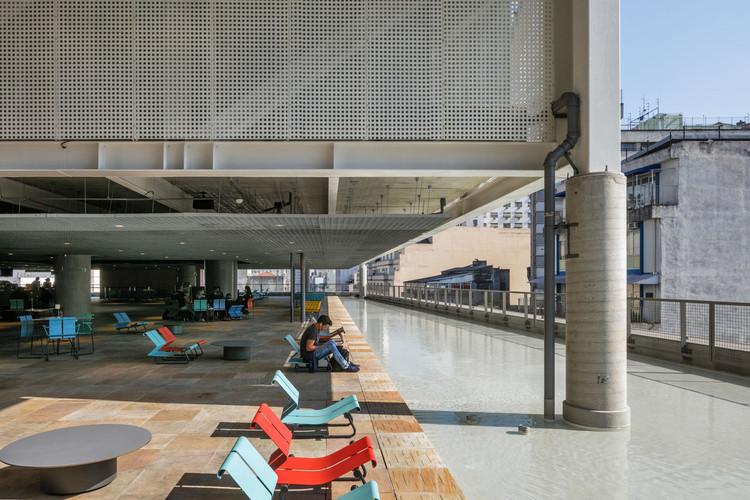 Sesc 24 de Maio de Paulo Mendes da Rocha e MMBB vence prêmio especial da XI BIAU, Sesc 24 De Maio / Paulo Mendes da Rocha + MMBB Arquitetos. Image © Nelson Kon