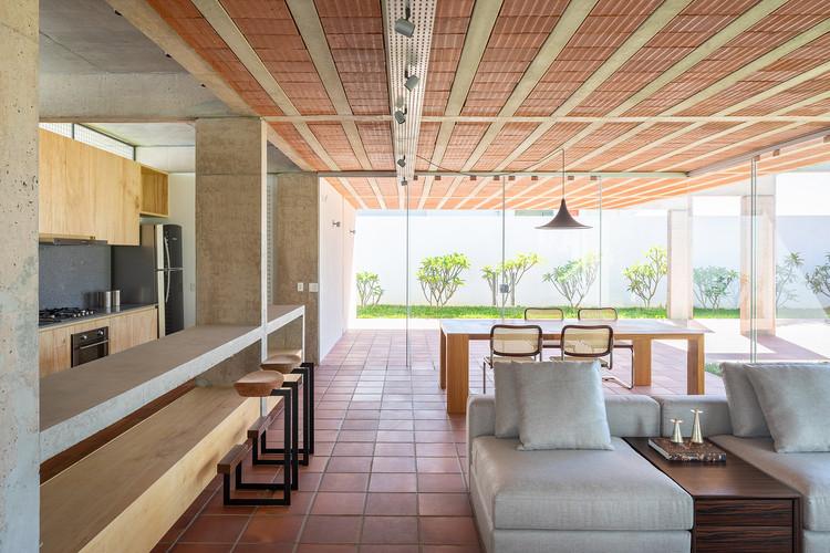 Casas brasileiras: 16 residências com planta livre, Casa dos Pórticos / BLOCO Arquitetos. Imagem © Haruo Mikami