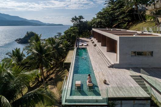 Feiticeira House / HUS Arquitetos