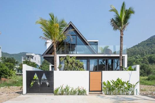 Maison Mansardee House / 85 Design