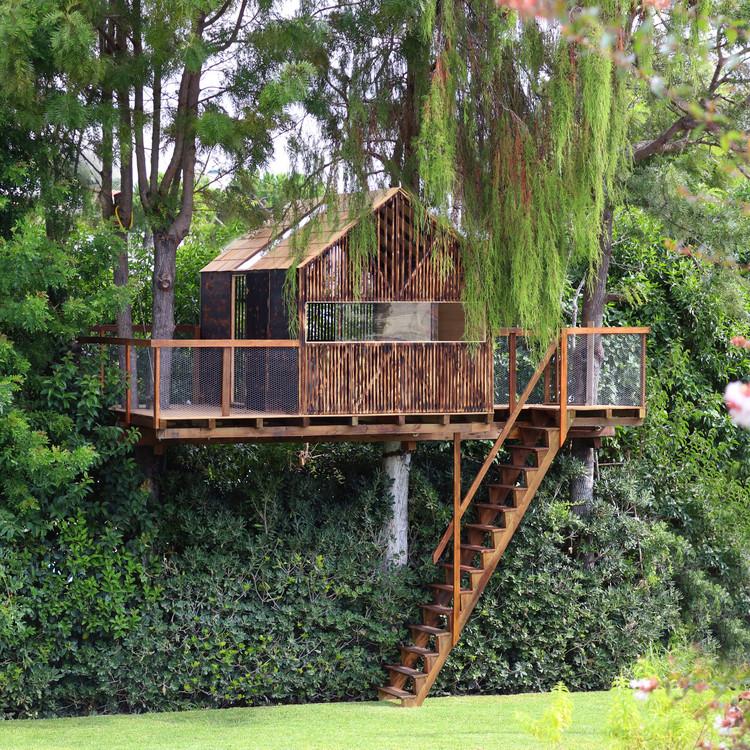 Casa da árvore para netos / Madeiguincho, © João Carranca