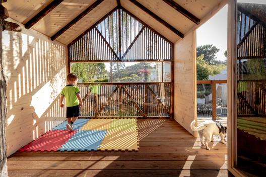 TreeHouse for Grandchildren / Madeiguincho