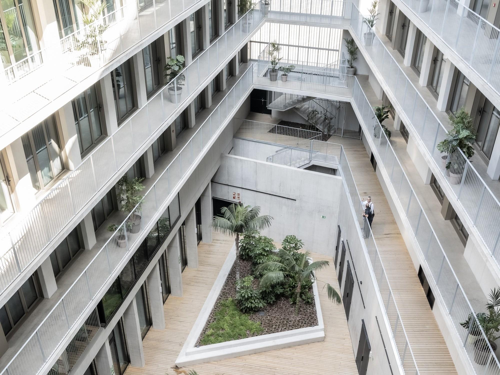 Residencia de estudiantes Diagonal Besòs / MDBA