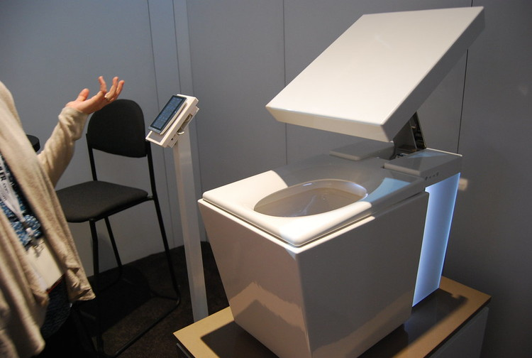 The Kohler Numi toilet at the 2011 Kitchen and Bath Show. Image © Flickr user Charles & Hudson licensed under CC BY-SA 2.0