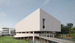 Escola Binus de Bekasi / andramatin