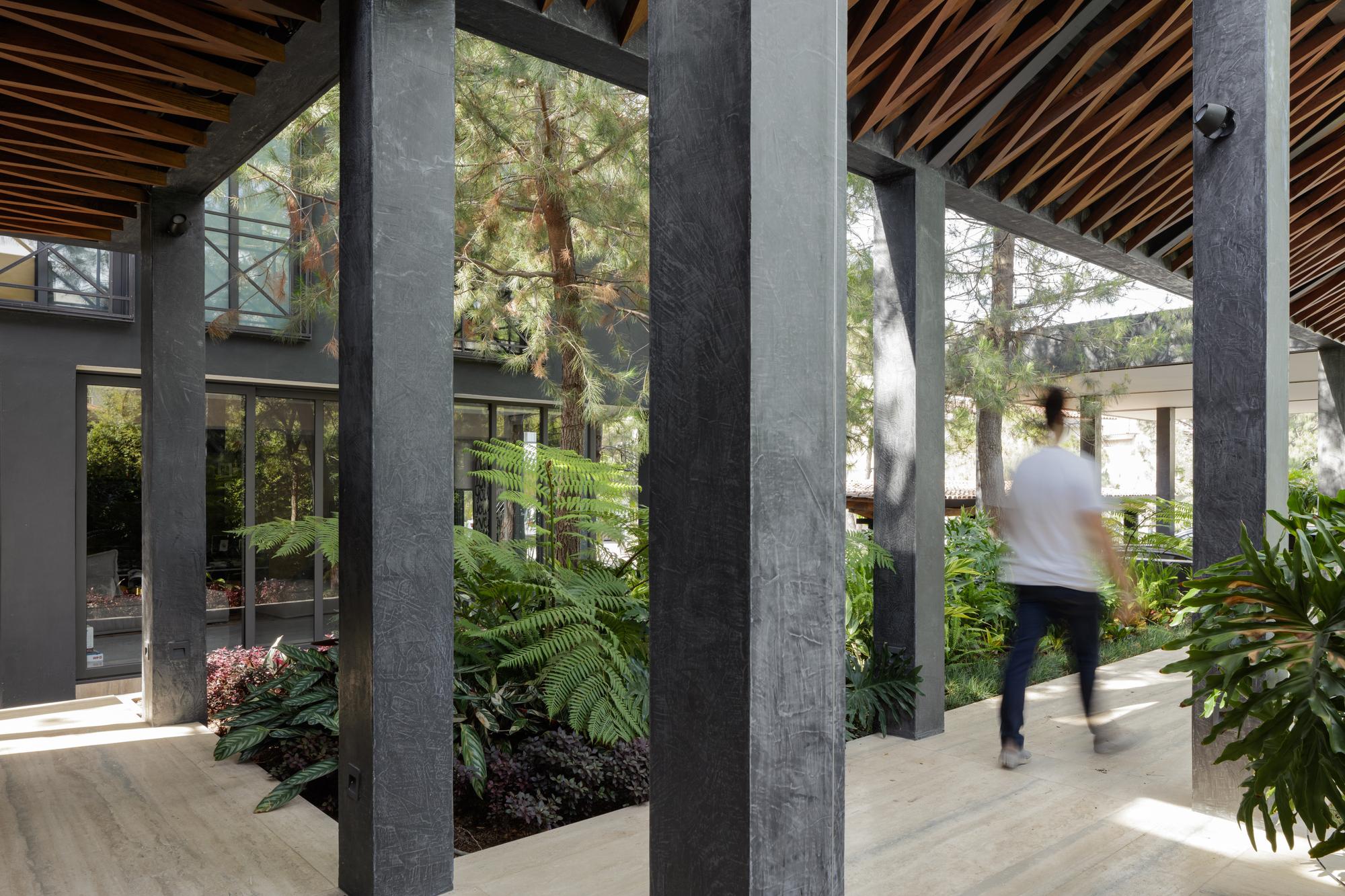 Gallery of Three Garden House / Taller de Diseño Exterior y Arquitectura - 1