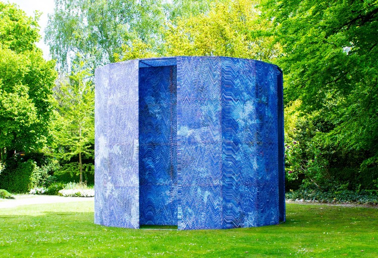 Blue-Screen Temple Installation / Mathieu Merlet Briand, © Mathieu Merlet Briand