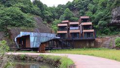 Lion's Den Hotel / Keat Ong