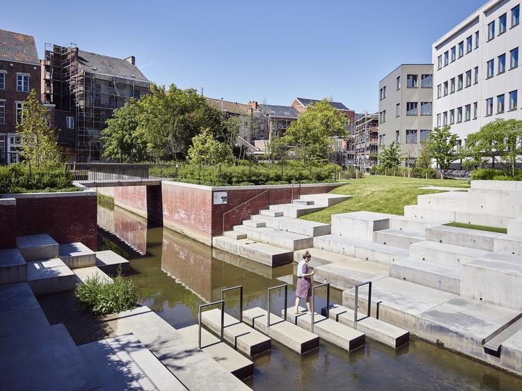 Student Residence REGA Exterior Landscape  / Ontwerpbureau Pauwels, © Studio Chloki