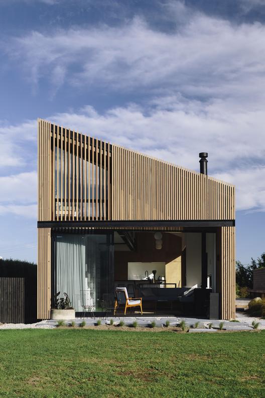 River Retreat House / Edwards White Architects