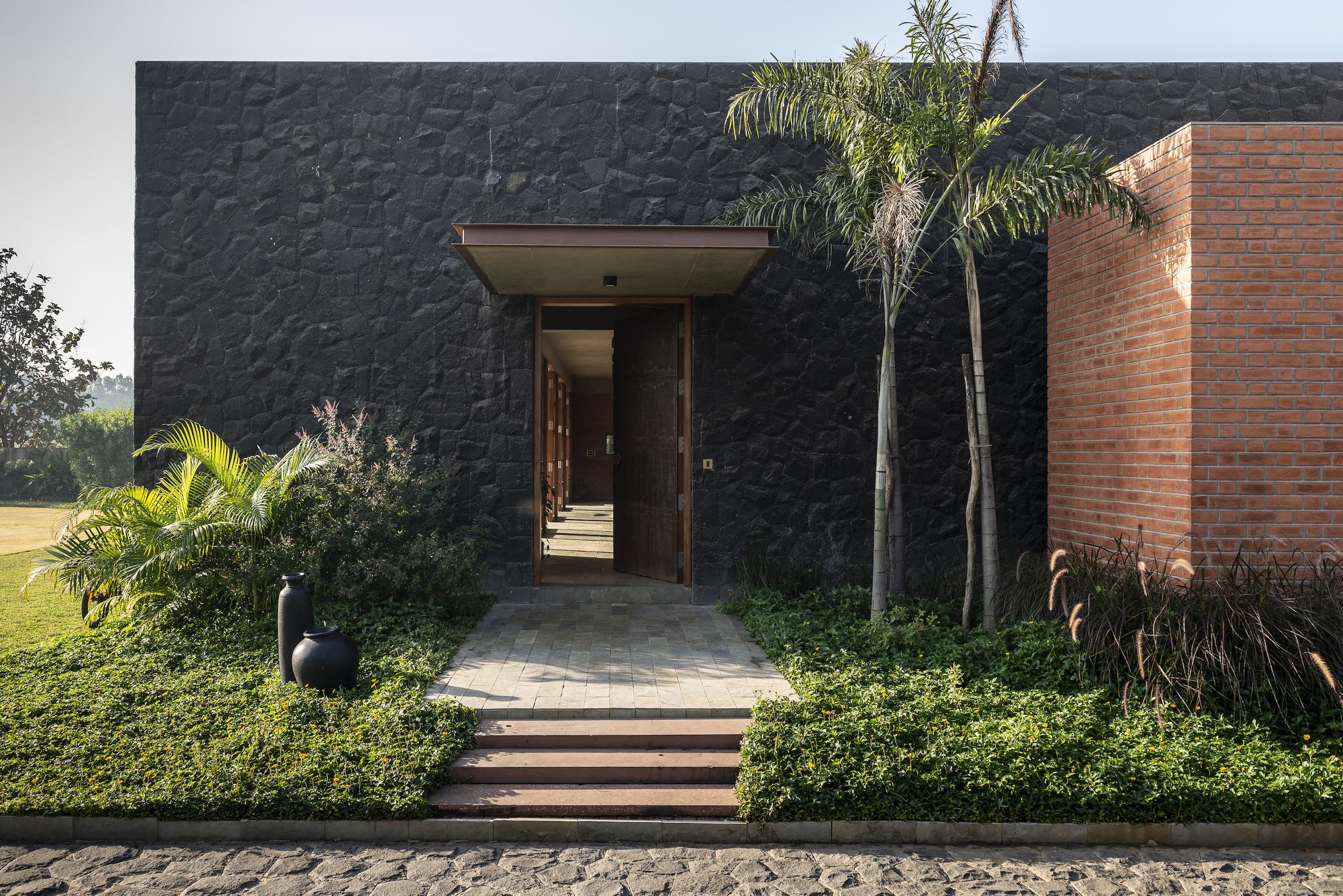 Gallery of Jetvan House / Design Work Group - 1