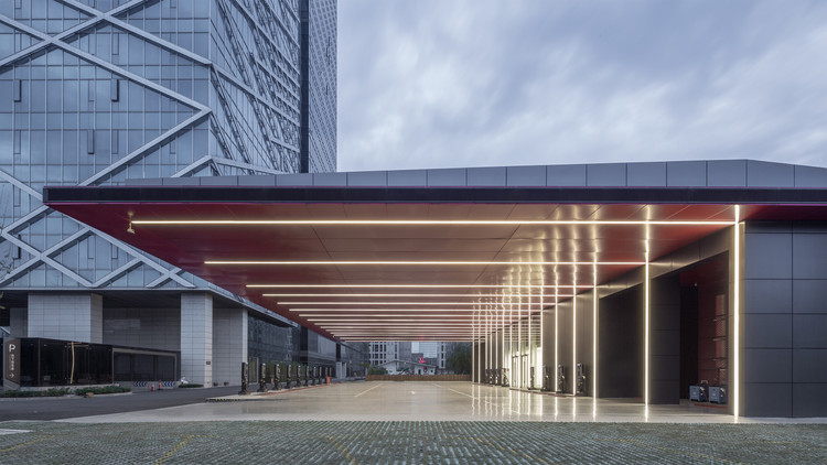Hangzhou Inventronics Electric Vehicle Charging Station / GLA. Image © shiromio studio