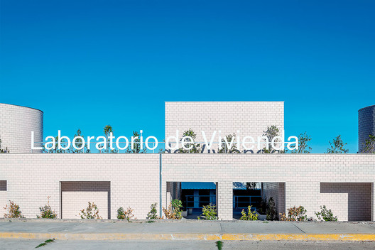 Housing No. 8 Laboratorio de Vivienda / MOS